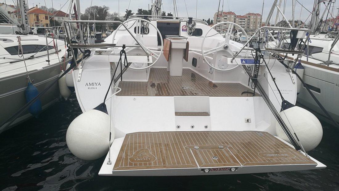 Yachtcharter Elan45Impression Amiya (LCD TV, AC, heating, bowthruster)
