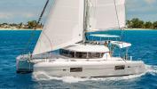 Yachtcharter lagoon 42 4cab Side