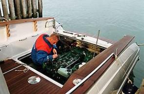 Bei gravierenden Probleme unterwegs schickt Euch die Charterbasis ein Reparatur-Team