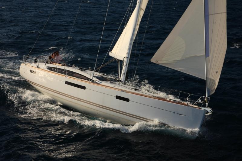 Yachtcharter Yachtcharter Jeanneau 53 (4+1Cab/4+1WC) Seitenansicht