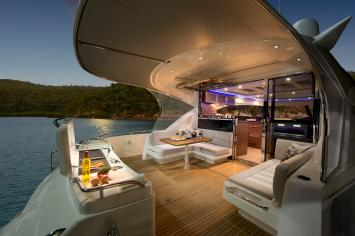 Yachten von innen  Riviera 6000 Sport Yacht - Charter-Angebote, Kundenbewertungen ...