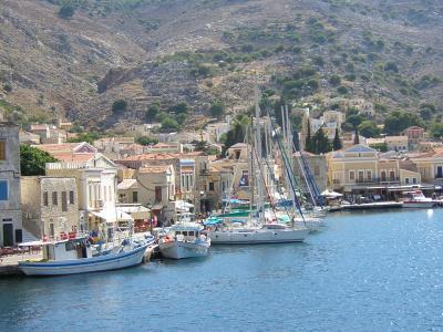 Bootscharter Dodekanes: Der Hauptort auf Symi ist malerisch