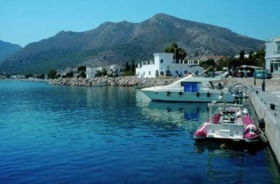 Yachtcharter Dodekanes: Üblicherweise liegt man römisch-katholisch im Stadthafen