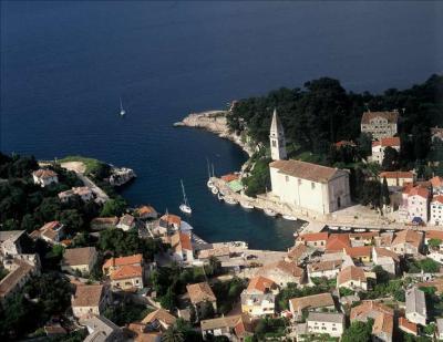 Bootscharter Istrien-Kvarner: Veli Losinj ist malerisch mit seinem kleinen Hafen