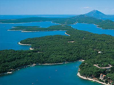 Bootscharter Istrien-Kvarner: Die Insel Losinj bietet herrliche Natur und tolle Ankerbuchten