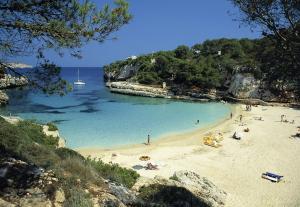 Yachtcharter Mallorca: Typisch sind die Calas, herrliche Buchten mit Felsenküste und Sandstrand