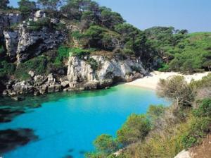 Yachtcharter Menorca: Die Südküste wartet mit Bilderbuch-Buchten auf