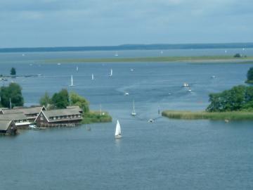 Bootscharter Mecklenburg: Auf der Seenplatte geht es friedlich und entspannt zu