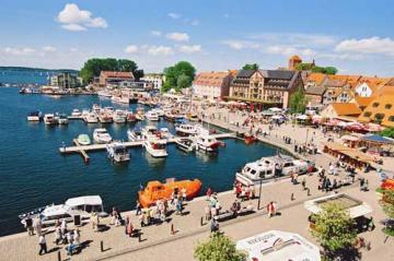 Charter Mecklenburg: Waren ist das Wassersportzentrum der Müritz