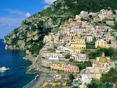 Bootscharter Rom-Neapel: Positano - nur über steile Gassen oder übers Wasser erreichbar