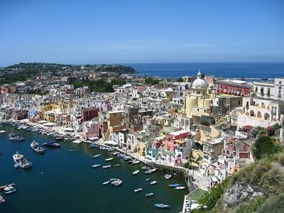Charter Rom Neapel: Procida, hübscher Ort auf der gleichnamigen Insel