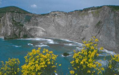 Yachtcharter Rom Neapel: Die Pontinischen Inseln bieten herrliche Natur