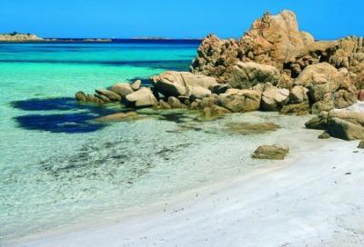 Charter Sardinien: Die Costa Smeralda macht ihrem Namen alle Ehre