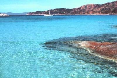 Charter Sardinien: Glasklares Wasser an der Costa Smeralda