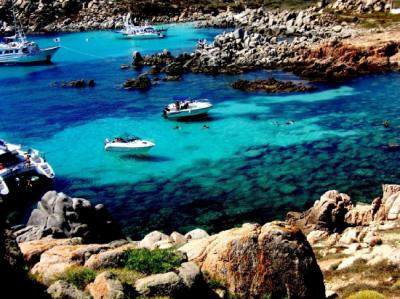 Yachtcharter Sardinien: Die Iles Lavezzi geh?ren schon zu Korsika