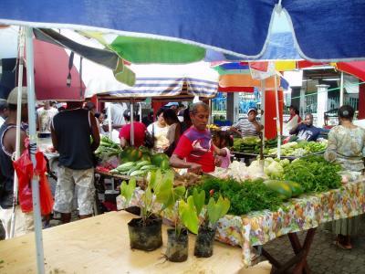 Charter Seychellen: Markt in Viktoria, der kleinsten Hauptstadt der Welt