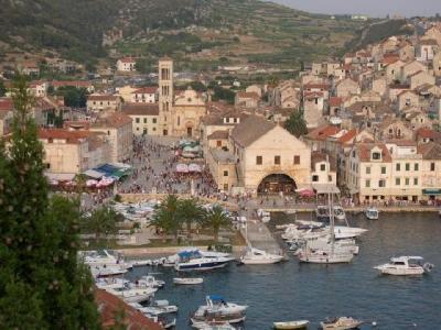 Charter Split/Dalmatien: Die Insel Hvar lohnt auf jeden Fall einen Besuch