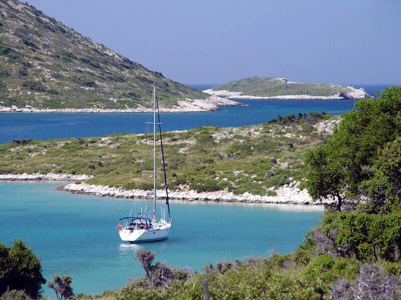 Bootscharter Sporaden: Einsame Bucht auf Pelagos