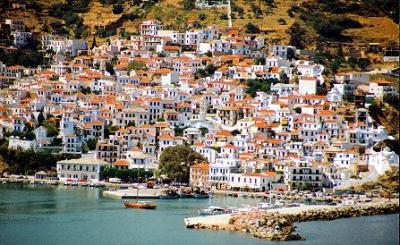 Yachtcharter Sporaden: Der Hafen von Skopelos