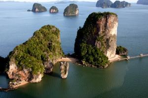 Yachtcharter Thailand: Die Phang Nga Bay ist voller verwunschener Inseln und Felsen